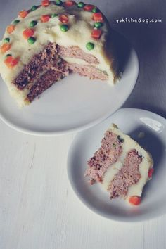 ingredients:    1/2 lb lean ground beef    1/2 lb lean ground pork    1/2 cup rolled oats    1/2 cup veggies (i used a organic frozen mix)    3/4 cup shredded cheese    1 egg    potatoes, that have been peeled, chopped and boiled. you will use this for the 'frosting'.