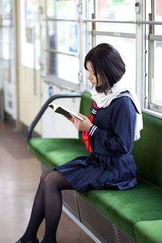 ここに座ってる理由になれば、本じゃなくてもいいの。