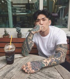 Korean Ulzzang with Tattoos Korean Boys Hot, Hot Asian Men, Korean Boys Ulzzang, Cute Asian Guys, Korean Men, Cute Guys, Asian Boys, Hot Guys Tattoos, Boy Tattoos