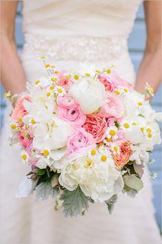 Sweet and soft southern wedding. Captured By: Carolina Photosmith #weddingchicks http://www.weddingchicks.com/2014/07/16/sweet-soft-and-southern-wedding/