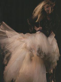 Love the bottom of this dress... Dream wedding dress