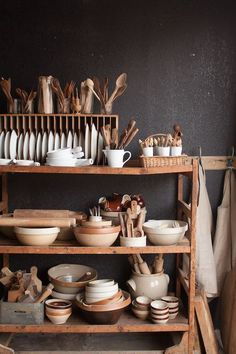 Home Interior Design prop shelves.Home Interior Design prop shelves Retro Home Decor, Cheap Home Decor, Kitchen Design, Kitchen Decor, Kitchen Ideas, Boho Kitchen, Smart Kitchen, Wooden Kitchen, Kitchen Pantry