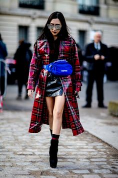 The Best Street Style Looks From Paris Fashion Week Fall 2018 Street Style Chic, Street Style 2018, Autumn Street Style, Cool Street Fashion, Street Style Looks, Look Fashion, Korean Fashion, Fashion Design, Winter Trends