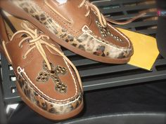 Who needs sperry when you can get these fabulously awesome boat shoes from Ariat & Gypsy Soule!!!! <3