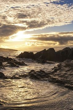 How peaceful is this sunset? The waves here are breaking over Allihies on the Beara Peninsula, West Cork – the furthest village from Dublin on the whole island! They say the peninsula was named after a Spanish Princess, Beara, who married the King of Ireland thousands of years ago...