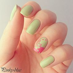 Simple but cute nails !