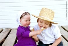 """""""Just a Bite"""" A little girl generously offering her brother a taste of ice cream. [Amishphoto - The Photographs of Bill Coleman 1025-2014]"""