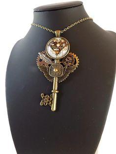Collier steampunk passeport pour l'amour : coeur, clé, engrenages. : Collier par mamiechantal-screations