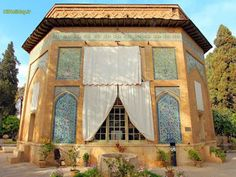 برای#سفر_به_شیرازدو پیشنهاد پیش روی شما قرار می دهیم، با#پرواز_مستقیم_شیرازبه#پایتخت_فرهنگی_ایرانسفر کنید و یا با#تور_شیرازهمراه شوید و#درباره_شیراز، این شهر تاریخی اطلاعات بیشتری کسب کنید.
