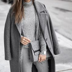 My love for same tone outfits is very strong these days Btw this cozy turtleneck is now available on @shopthe26thlook #ootd #lotd #fashion #style #streetstyle #whatiwore #look #outfit #grey #monochrome #shopthe26thlook #fblogger