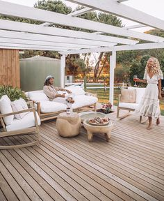Elise Cooks beautiful boho outdoor entertainment area with timber decking and beautiful white pergola! Featuring lots of Uniqwa Furniture pieces! Click the link to shop now! Entertainment INSIDE ELISE COOK'S DREAM HOME ♡ Patio Pergola, Pergola Shade, Pergola Kits, Pergola Ideas, Patio Ideas, Cheap Pergola, Pavers Patio, Rustic Pergola, Patio Roof