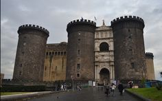 Castel Nuovo, Napoles