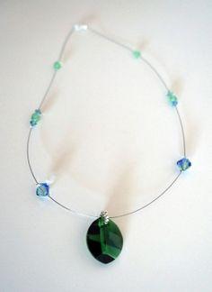 Collier vert et bleu en perles de cristal : Collier par lesbijouxdunibou