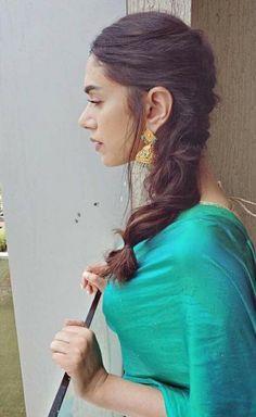 Aditi Rao Hydari (aka) AditiRaoHydari photos stills & images Beauty Full Girl, Beauty Women, Bollywood Designer Sarees, Curvy Bikini, Saree Photoshoot, Girl Thinking, Bollywood Girls, Stylish Girl Pic, Indian Designer Outfits