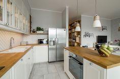 Skandynawski Żoliborz – EG Projekt – Projektowanie Wnętrz – Warszawa Kitchen Dining, Kitchen Cabinets, Dining Room, Table, House, Furniture, Design, Home Decor, Kitchen Ideas