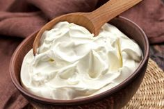 How to make a sour cream with kefir grains? Clotted Cream, Kefir, Make Sour Cream, How To Make Cream, Mousse Mascarpone, Mousse Fruit, Cream Recipes, Sin Gluten, Low Carb Recipes