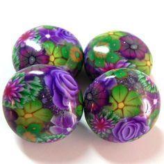 4 violett und Grün Blumen geschwollene Disc Perlen - Polymer Clay Beads