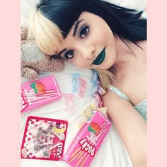 I love this one if melanie with her Japanese treats 😄 Melanie Martinez Style, Melanie Martinez Videos, Melanie Martinez Pictures, Crybaby Melanie Martinez, Cry Baby, Indie Music, Crazy People, Crying, Babe