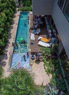 Common Layout Adjacency Green Line Pool Deck Architektur Backyard Pool Designs, Small Backyard Pools, Small Pools, Backyard Pergola, Outdoor Pool, Pergola Ideas, Backyard Layout, Backyard Movie, Backyard Retreat
