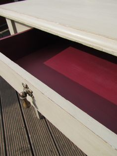 Small victorian table painted in Autentico Loft and Grand Cru for the drawer.