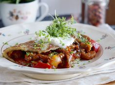 Easy and delicious Hungarian style potato pancakes with pork goulash. (Original recipe in Polish; language translator available) Pork Goulash, Polish Recipes, Polish Food, Potato Pancakes, Fast Dinners, Original Recipe, Dinner Recipes, Dinner Ideas, Healthy Eating
