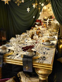 *THE ESSENCE OF THE GOOD LIFE™*: CHRISTMAS TABLESCAPES FROM ROYAL COPENHAGEN 2009