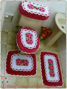 Tapete Doily, Crochet Tank Tops, Filet Crochet, Doilies, Pot Holders, Crochet Patterns, Carpet, Bathroom Crafts, Handmade Crafts