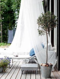 romantisch plekje in de tuin - outdoors  - garden