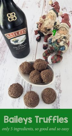 Baileys chocolate truffles A quick and simple recipe for a very decadent treat. These Baileys Irish Cream laced chocolate truffles are definitely one for the adults. Xmas Food, Christmas Sweets, Christmas Cooking, Christmas Desserts, Christmas Truffles, Christmas Treats For Gifts, Thanksgiving Desserts, Christmas Candy, Baileys Recipes