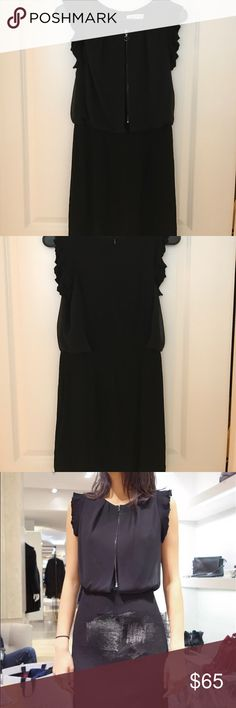 A Sandro dress A super super cute Sandro dress! 💃🏻Very good condition!  Good for both parties and daily! The size not fit me cuz it more like a S Sandro Dresses Midi