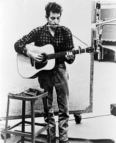 Music Photos - Bob Dylan B. 1941 Playing Guitar by Everett Bob Dylan, Led Zeppelin, Mr Tambourine Man, Jazz, A4 Poster, Thing 1, New York, Vintage Guitars, Fender Vintage