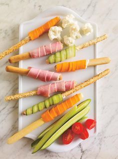 """Grissini Recipe """"wrapped"""" for Christmas by Ricardo rnrnSource by Quick Healthy Snacks, Healthy Food To Lose Weight, Healthy Cat Treats, Easy Appetizer Recipes, Wrap Recipes, Snack Recipes, Appetizers, Snacks Dishes, Lunch Snacks"""