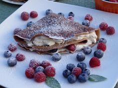 Kakaowe naleśniki z mascarpone i owocami Pancakes, Food And Drink, Breakfast, Ethnic Recipes, Inspiration, Gastronomia, Mascarpone, Morning Coffee, Biblical Inspiration