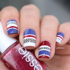 Essie Shall we chalet //  Le pull norvégien - blue red white tribal nail art
