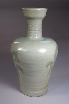 (Korea) Celadon Bottle with Iron-Black painted. Goryeo Kingdom, Korea. ca 13th century CE.