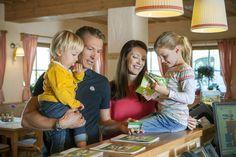 Familienausflug mit der GenussCard (c) Thermenland Steiermark, Fotograf Harald Eisenberger #familie #großundklein #genusscard #thermenlandsteiermark #ausflug Couple Photos, Couples, Road Trip Destinations, Tips, Couple Shots, Couple, Couple Pics