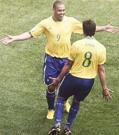Ronaldo And Kaka - Legends! Football Is Life, World Football, Soccer World, Football Match, Football Fans, Football Season, Fifa, Ricardo Kaka, Ballon D'or