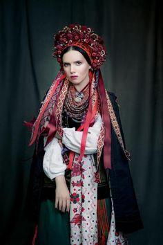 "The presentation of the charity project ""Sincere"" dedicated to traditional Ukrainian costume Ukraine, Folk Fashion, Ethnic Fashion, Fotografia Retro, Costume Ethnique, Foto Fantasy, Costumes Around The World, Folk Clothing, Ethnic Dress"