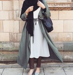 Love the idea of the Cape style coat. A very elegant compilation of clothing items indeed ♡ #hijab