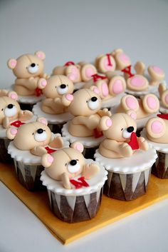 Playful forever friends teddy! | Ween Nee | Flickr Girl Cupcakes, Fondant Cupcakes, Cupcake Cakes, Cap Cake, Edible Cupcake Toppers, Valentines Day Cakes, Just Cakes, Gorgeous Cakes, Cake Decorating Tips