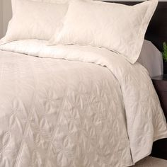 Shop for Lavish Home Andrea 3-piece Cream Quilt Set. Free Shipping on orders over $45 at Overstock.com - Your Online Fashion Bedding Outlet Store! Get 5% in rewards with Club O!
