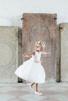 Sveriges sötaste brudnäbb är korad av Lena Larsson och nu även av mig. Underbart söt och underbara bilder. www.lenalarsson.com