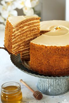 The ultimate recipe for Russia's famous Honey Cake, that you're likely to encounter. Ten layers of soft, caramelized honey cakes that taste like the fine marriage of Lotus biscuits, honey graham crackers and gingerbread cookies, sandwiched between a cloud Beaux Desserts, Just Desserts, Delicious Desserts, Health Desserts, Baking Recipes, Cake Recipes, Dessert Recipes, Healthy Recipes, Food Cakes