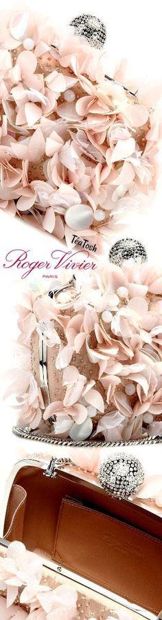 Téa Tosh💋💋 Roger Vivier, Boite De Nuit Petals Clutch Peach Blush, May Flowers, April Showers, Roger Vivier, Floral Fashion, Peach Colors, Colours, Elegant Woman, Peace And Love