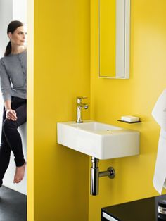 A modern bathroom combines beautiful design and plenty of comfort. Let yourself be inspired, and design your modern dream bathroom with tips from hansgrohe. Tiny Bathrooms, Bathroom Taps, Guest Bathrooms, Modern Bathroom, Bathroom Trends, Bathroom Ideas, Bathroom Showrooms, Shower Panels, Lavatory Faucet