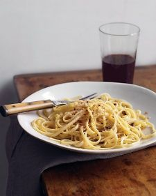 Linguine with Garlic and Breadcrumbs-MINUS the anchovies for me!!