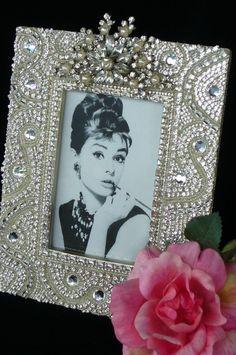 Jewelry Frames, Jewelry Tree, Vintage Jewelry Crafts, Vintage Costume Jewelry, Art Deco Furniture, Modern Furniture, Furniture Design, Homemade Pictures, Rhinestone Art