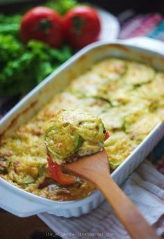 Grata zucchini Ingredients: 1 kg - courgettes - tomatoes (optional) 100 g - hard cheese 500 ml - Milk 60 g - butter + more for greasing 1 tbsp. Roasted Vegetable Recipes, Vegetable Dishes, Veggie Recipes, Healthy Cooking, Cooking Recipes, Good Food, Yummy Food, Appetizer Salads, Russian Recipes
