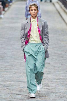 Louis Vuitton Spring 2020 Menswear Fashion Show - sablon Louis Vuitton Homme, Louis Vuitton Boots, Vogue Paris, Diy Trend, Men Formal, Mens Fashion Shoes, Gents Fashion, Models, Mannequins
