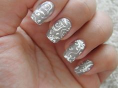 PRETTY NAILS WANT TO TRY IT SO BADLY TRY IT PLEASE AWESOME YEAH